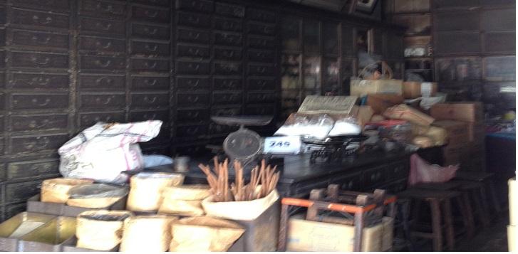サンペーン市場の漢方薬局