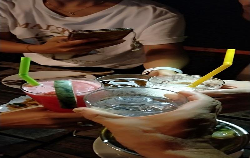 タイ人と仲良く乾杯