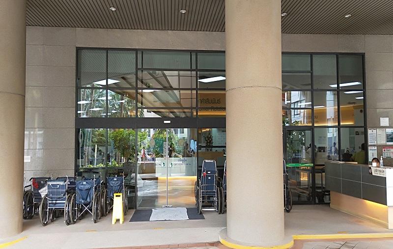 ラーマ9世病院2階正面入り口