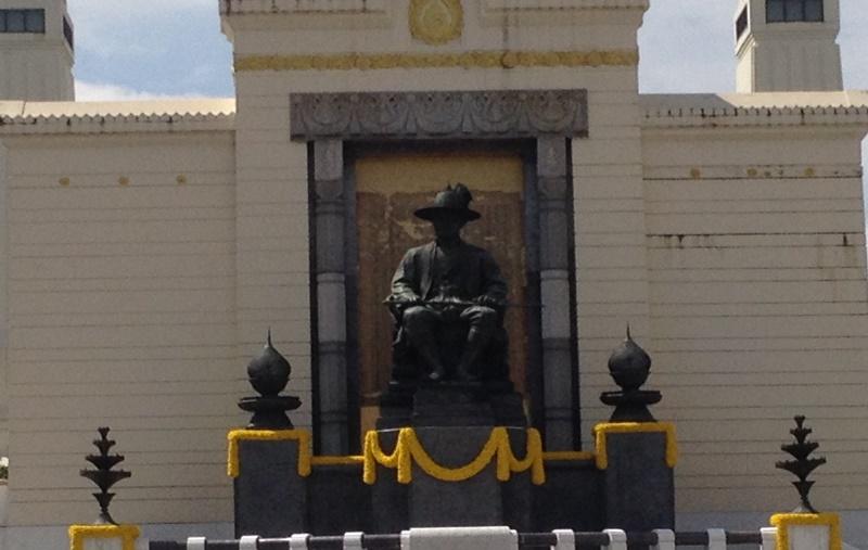 タイの王様の銅像